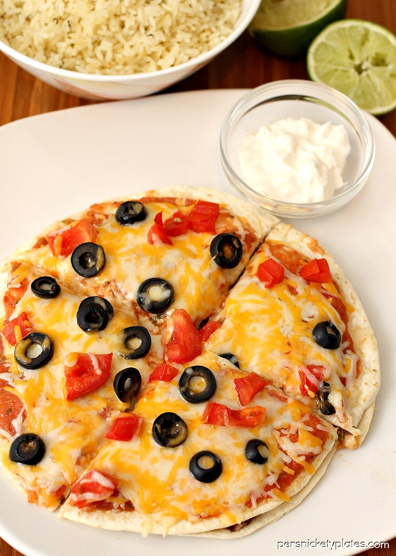 Taco Bell copycat Mexican Pizza made with ground turkey and refried black beans! | Persnickety Plates