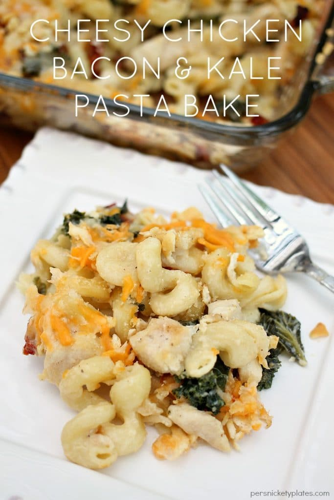 This Cheesy Chicken Bacon & Kale Pasta is pure comfort food. Grown up mac and cheese filled with chicken, kale, bacon, and sun dried tomatoes makes a complete meal! | Persnickety Plates #ChoppedatHome #RealCheesePeople #ad