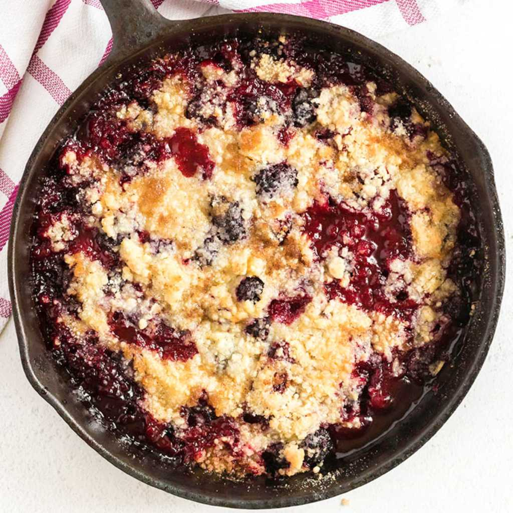 overhead shot of blackberry crumble in a cast iron skillet