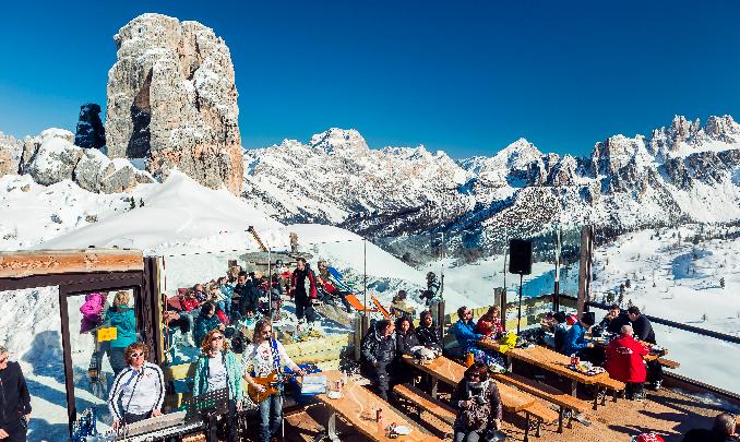 Cortina d'Ampezzo bella di primavera: dalle sfide coi campioni del Circo Bianco ai party di fine stagione