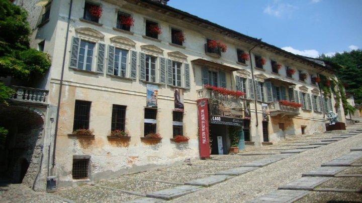 Esponi a Palazzo Ubertini con Jack Skeletron