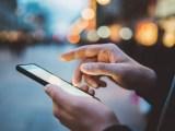 Quasi 1 persona su 2 controlla lo smartphone come prima cosa la mattina del 25 dicembre