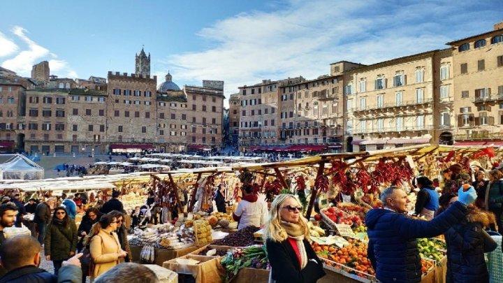 A Siena si alza il sipario sul Mercato nel Campo