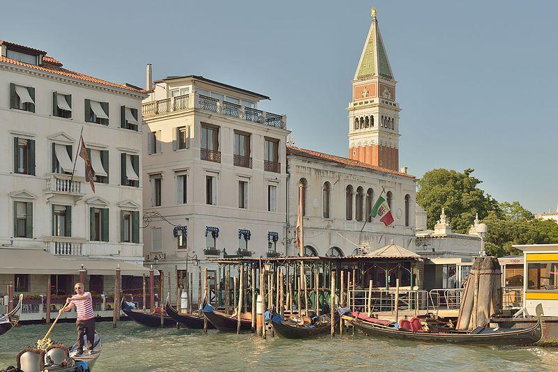 Venezia, Harry's Bar.  Quell'aperitivo diverso
