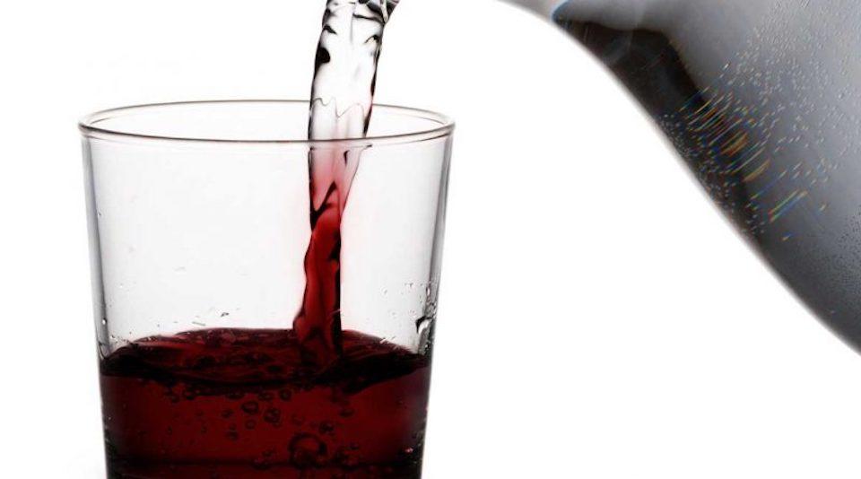 Dagli insetti al vino annacquato: le novità a tavola