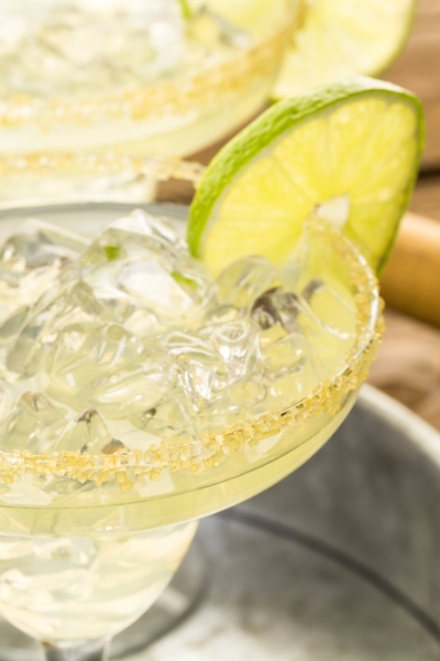 Pin this: Go south of the border with this diet margarita recipe for cinco de mayo or any celebration!