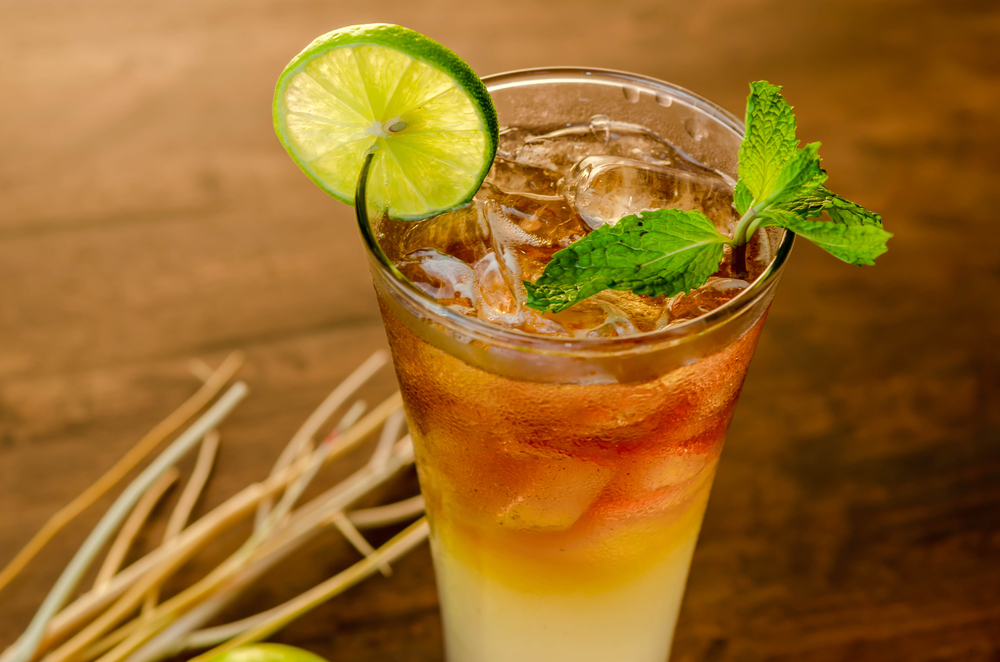 Make this zero-calorie Long Island Iced Tea recipe with a twist of peach flavor.