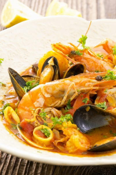 Pin this to learn how to order off any menu and enjoy rapid weight loss and looser clothes. Cioppino soup is a great choice at Italian restaurants to keep you on track to lose fat with Personal Trainer Food.
