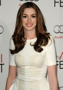 Gorgeous Anne Hathaway gave up veganism in favor of meats to gain strength.