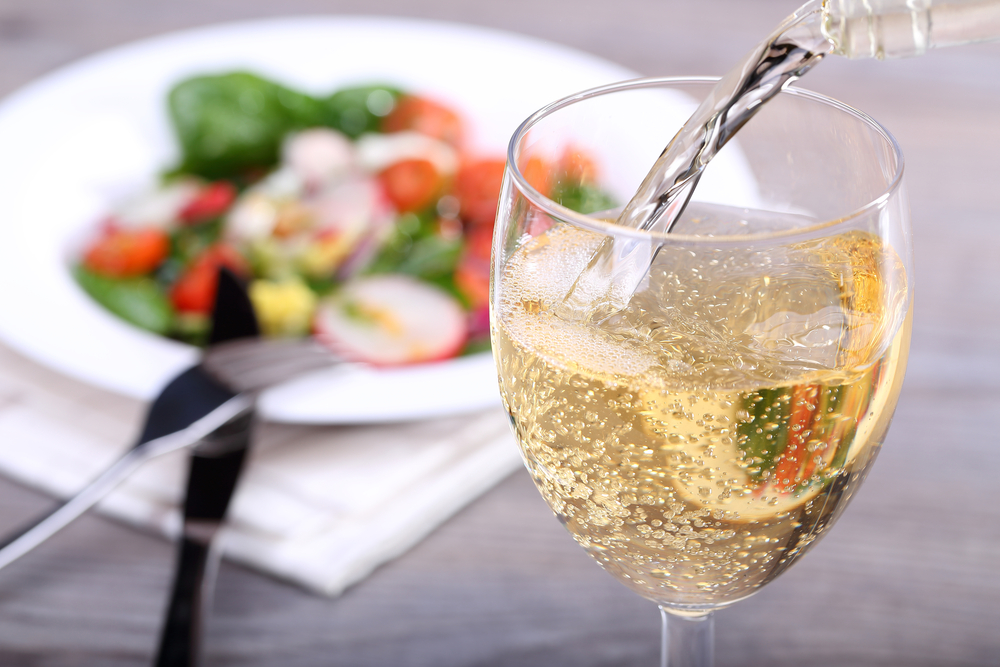 Personal Trainer Food Weight Loss Coach tip: add some sparkling water to your wine, it will help you maintain your weight.