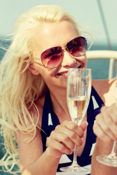 Pin this so you can celebrate getting to your goal weight with this guide to low-carb alcohol.