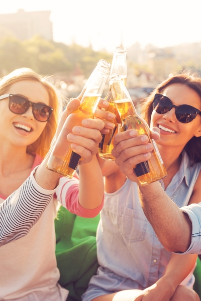 Pin this for your low-carb alcohol list: Cheers to light beer; it can be a refreshing beverage to help maintain your fat loss with Personal Trainer Food.