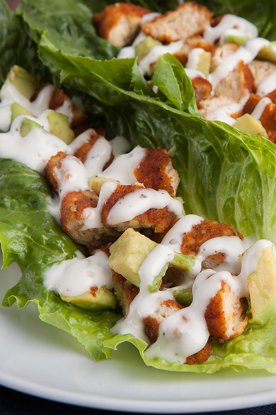 Pin it to get rid of excess fat with these Zesty Chicken Avocado Wraps from Personal Trainer Food!