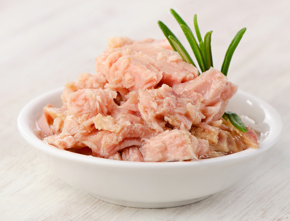 Can tuna fish really help you lose weight? See which foods you should be eating and snacking on with this list of healthy weight loss foods from Personal Trainer Food.