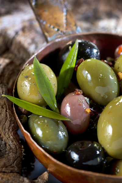 Pin this now to find out if it is it ok to eat olives if you are trying to lose weight? Find out if olives are good for your diet and waistline, along with many other snacks, foods, and recipes from Personal Trainer Food.