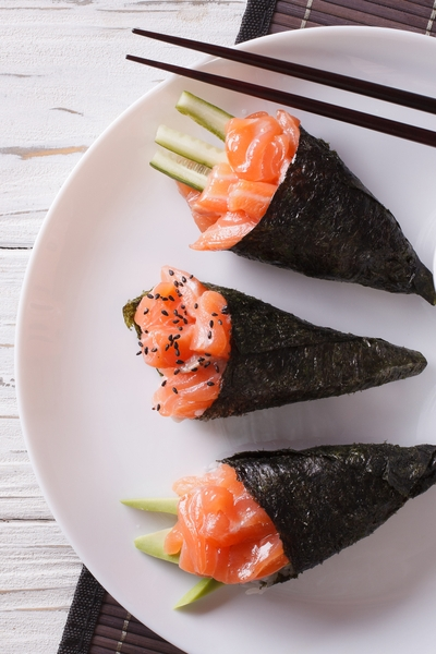 Pin this now, you need these creative snack recipes! Are you craving sushi but can't eat it because of the rice? Try this low-carb sushi delight (along with 50+ more snack ideas) and lose weight with taste and Personal Trainer Food.