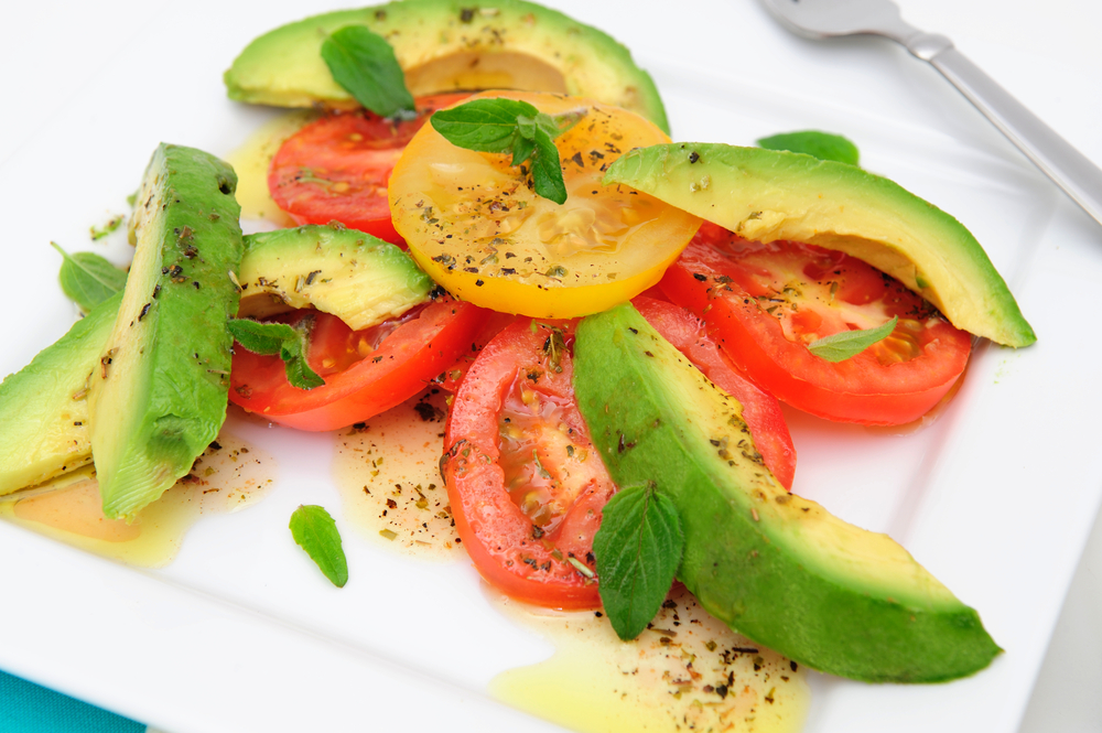 Here's a weight loss snack you can make in just a few minutes using super food avocado and tomatoes with a drizzle of olive oil from Personal Trainer Food.