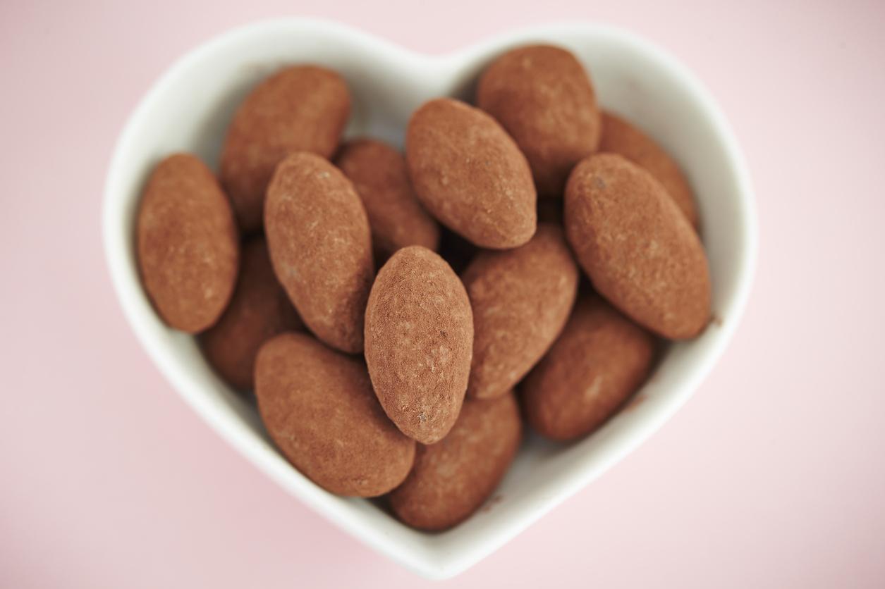 Sugar-free candied cinnamon cocoa almonds make Valentine's day sweet.