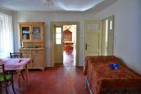 Das Durchgangszimmer und der Blick zum Schlafzimmer für vier