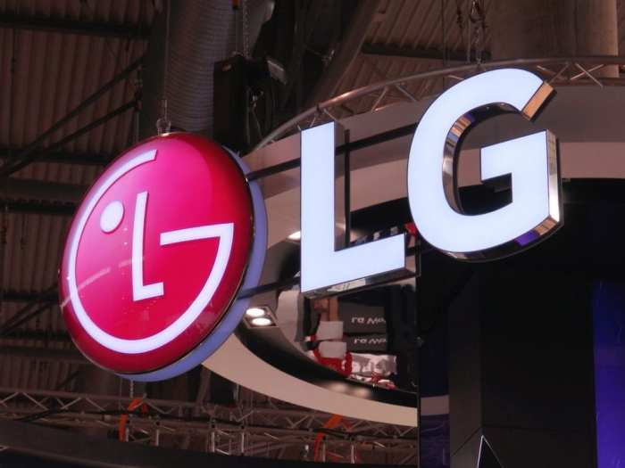 LG quiere un smartphone plegable con pantalla transparente