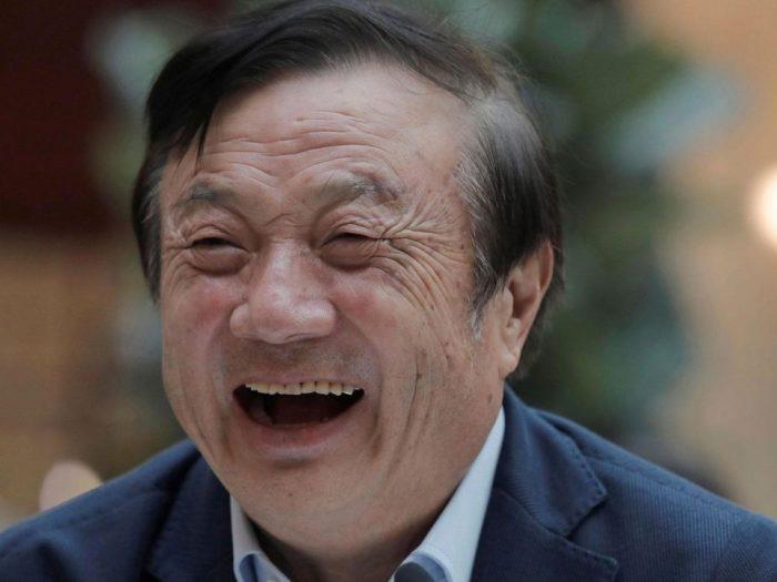El CEO de Huawei es fotografiado viajando con un iPad