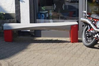 Sitzbank aus Beton