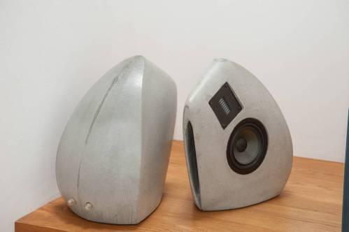 Lautsprecher aus Beton GOS II Front und Rücken