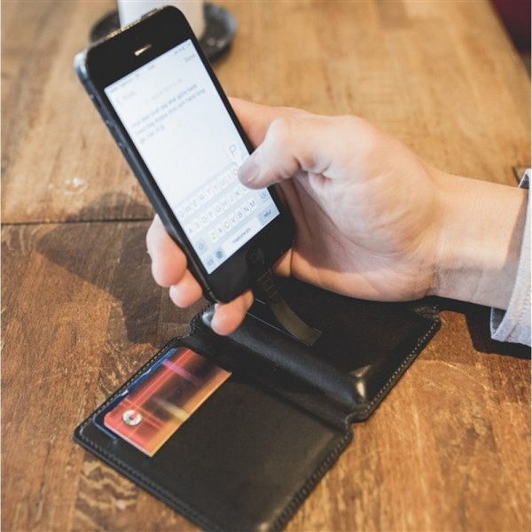 Seyvr Power Charging Wallet