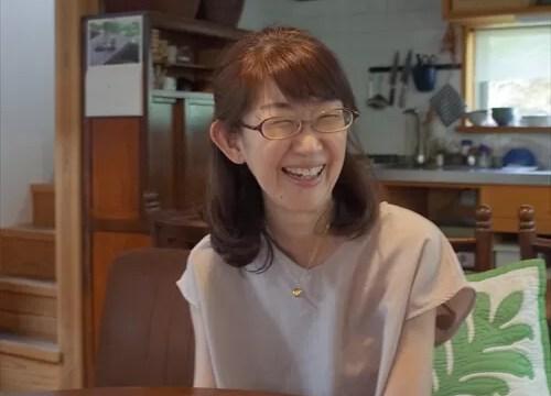 笑顔の大房亜紀さん