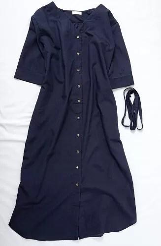 玉村麻衣子さんがメチャカリでセレクトしたネイビーの羽織りシャツワンピース