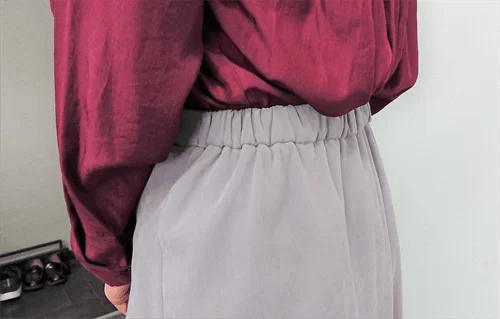 スカートのウエストはゴム仕様