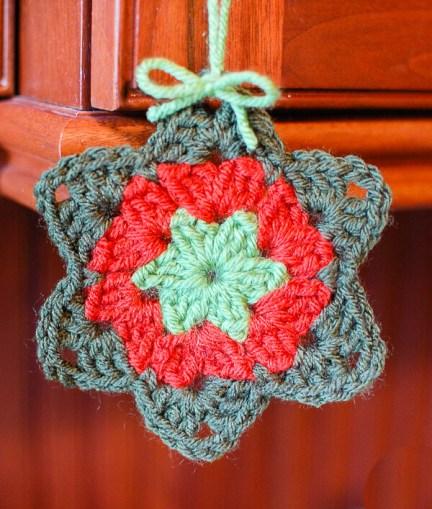 Granny Star Crochet Pattern | www.petalstopicots.com