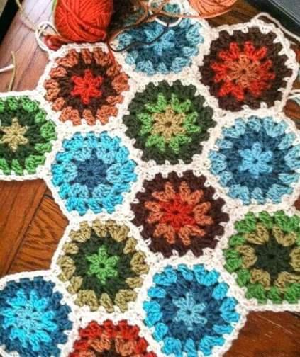 Granny Hexagon Pattern | www.petalstopicots.com