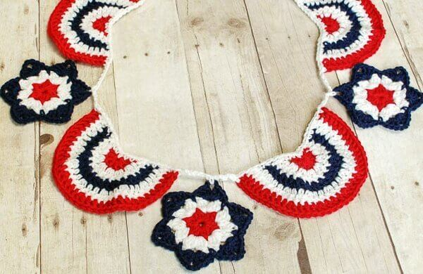 Star Spangled Banner Crochet Bunting | www.petalstopicots.com