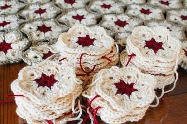 African Flower Pattern | www.petalstopicots.com | #crochet #africanflower #afghan