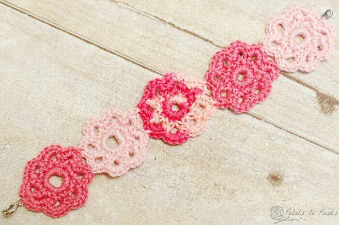 Crochet Flower Bracelet | www.petalstopicots.com | #crochet #flower #bracelet #jewelry #pattern