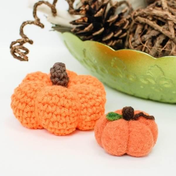 Little Pumpkin Crochet Pattern | www.petalstopicots.com