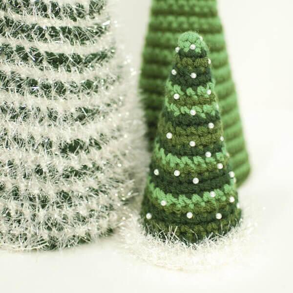 Christmas Tree Crochet Patterns | www.petalstopicots.com