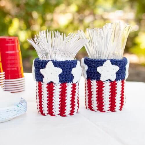Patriotic Mason Jar Utensil Holder Crochet Pattern   www.petalstopicots.com