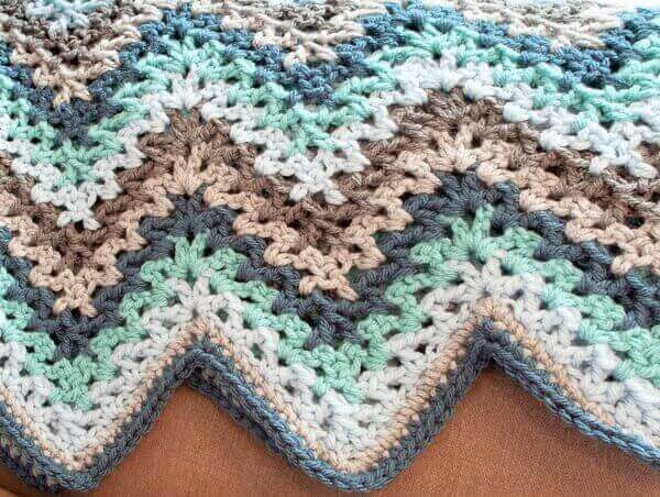 FREE Crochet Throw Blanket Patterns featured by top US crochet blog, Flamingo Toes: V-Stitch Crochet Ripple Afghan Pattern