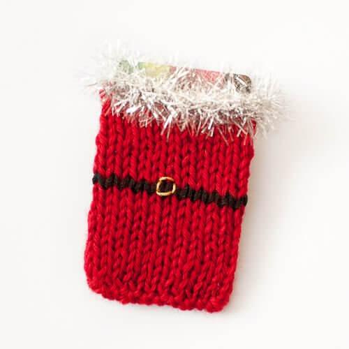 Free Santa Knit Gift Card Holder Pattern   www.petalstopicots.com  #knit #Christmas #giftcardholder