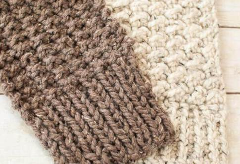Quick and Comfy Crochet Scarf Pattern | www.petalstopicots.com