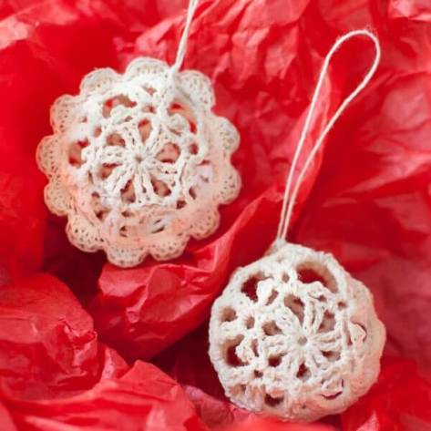 Lace Crochet Christmas Ornaments - Free Crochet Pattern | www.petalstopicots.com | #crochet