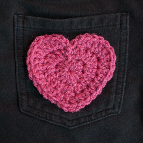 Crochet Heart Applique Pattern | www.petalstopicots.com | #crochet #heart #pattern #ValentinesDay