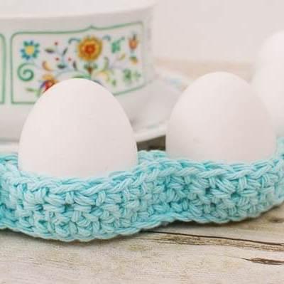 Crochet Egg Cozy Pattern … Easter Table Decor!