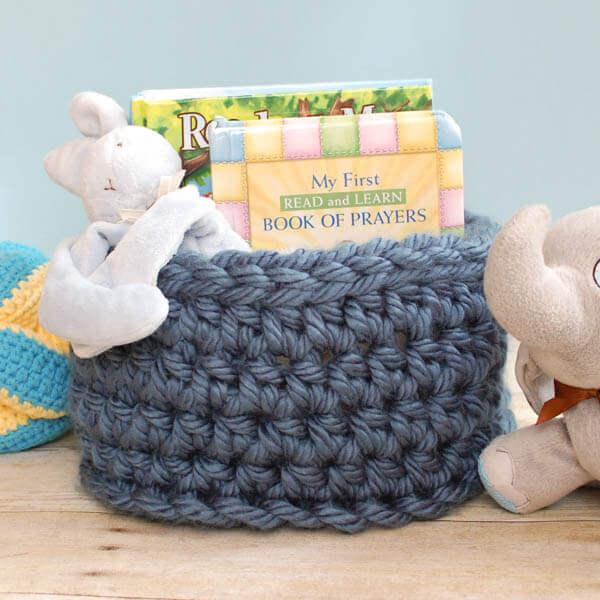 Chunky Crochet Basket Pattern | www.petalstopicots.com | #crochet #basket #storage