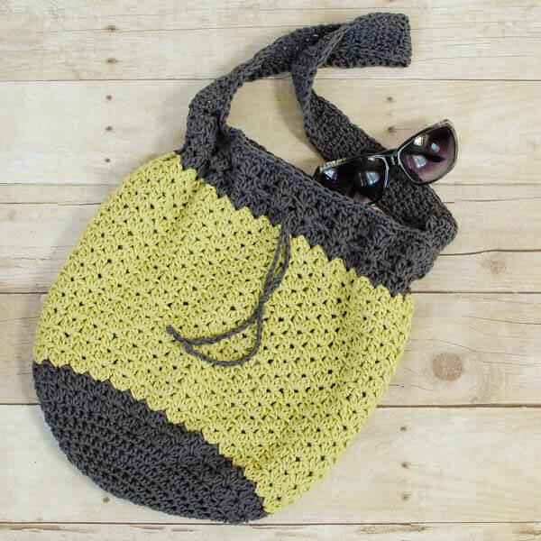 Summer Crochet Bag Pattern | www.petalstopicots.com