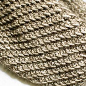 Inside Out Cowl Free Crochet Pattern | www.petalstopicots.com | #crochet