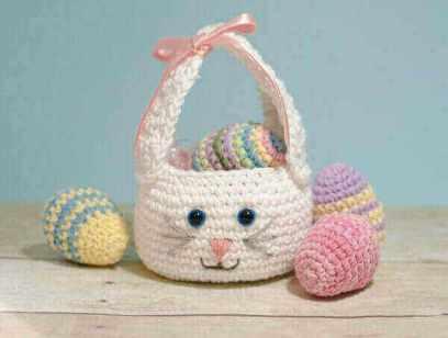 Easter Bunny Basket Crochet Pattern | www.petalstopicots.com