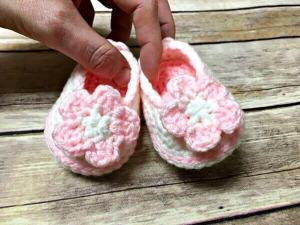 Springtime Baby Booties Crochet Pattern by Amanda Saladin